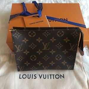 Louis Vuitton Toiletry 19 Pouch
